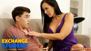 The Exchange Student Unexpected Encounter - S2:E5 - That Sitcom Show