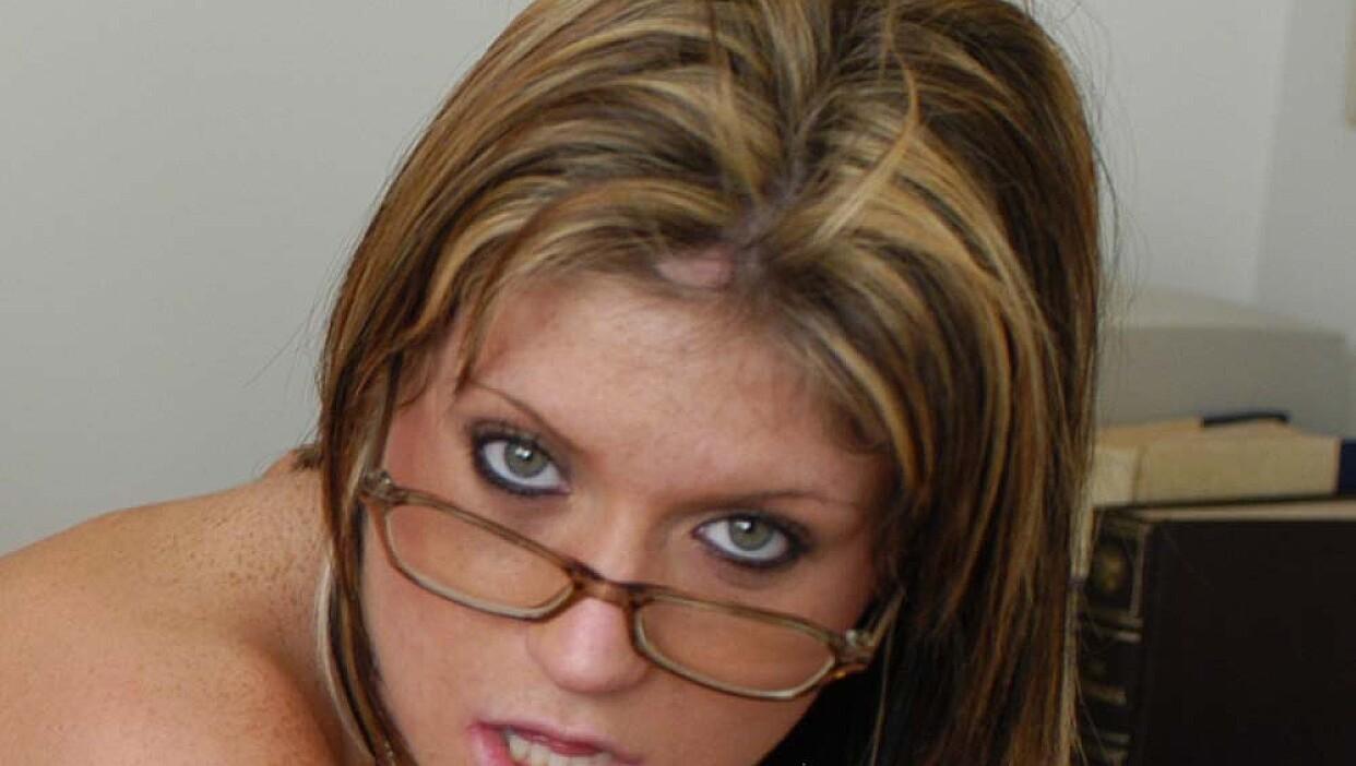 Blonde Tyla Wynn fucking in the desk with her piercings - Naughty Office