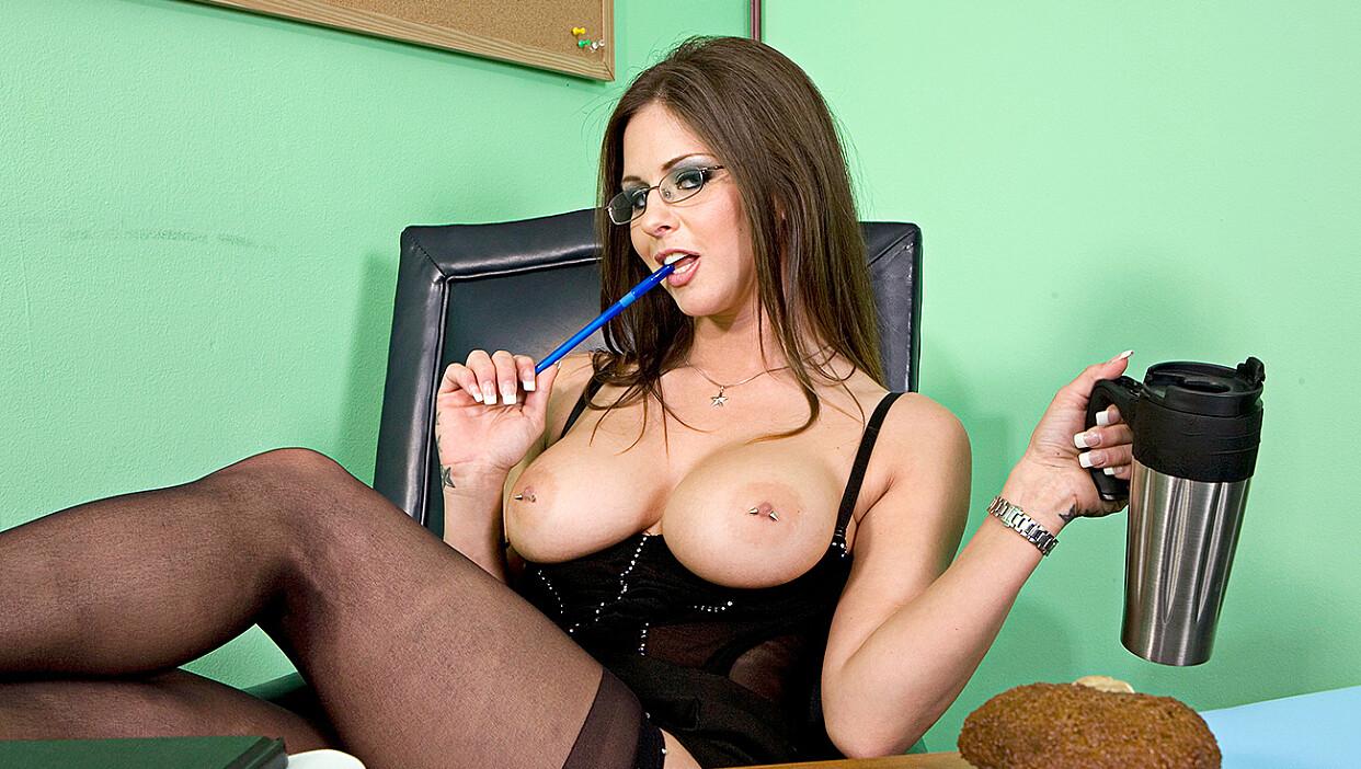 Bad girl Rachel Roxxx fucking in the desk with her piercings - Naughty Office