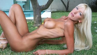 Bianca Noble fucking in the outdoors with her tits - My Friend's Hot Mom